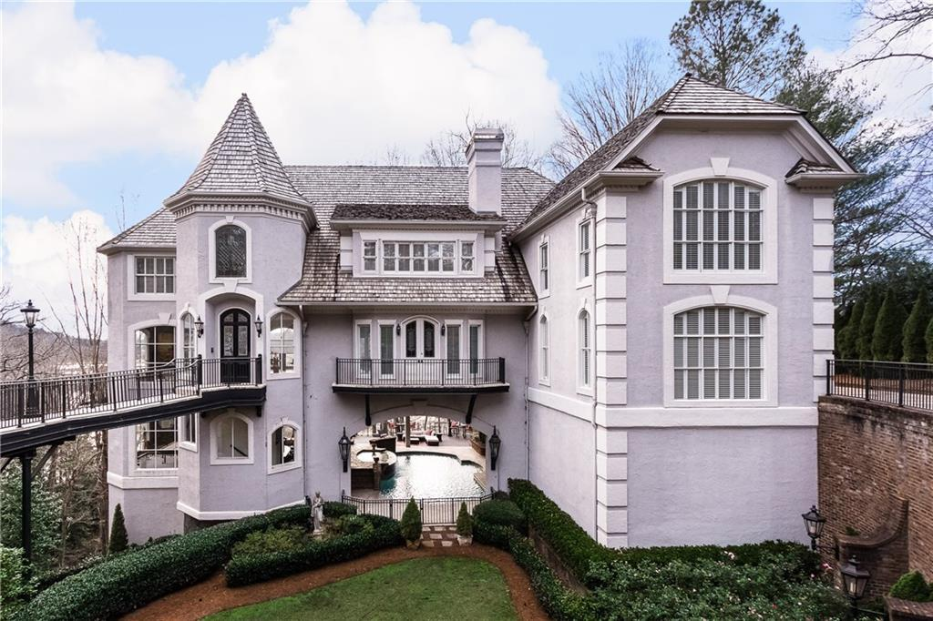 Sandy Springs Homes for sale Agent Sarah Lowe